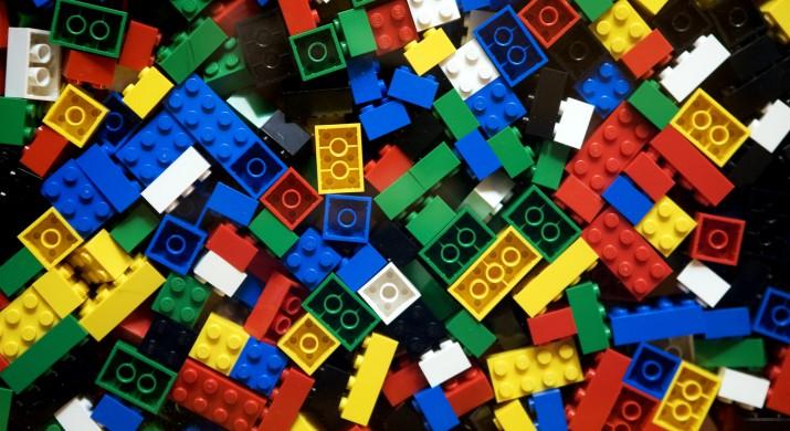 Rede de franquia oferece kits educacionais da Lego para aprendizagem