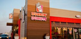Fachada de uma loja Dunkin donuts
