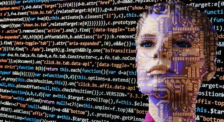 Rosto de uma mulher robô coberto por códigos binários, representando Inteligência Artificial